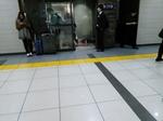 東京駅地下喫煙所行列.JPG
