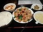東方一角 鶏肉とナッツ炒め.JPG